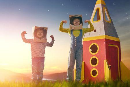 personajes juego de escapismo espacial